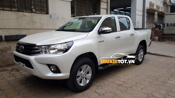 Toyota Hilux 2.4 4x2 MT anh 01