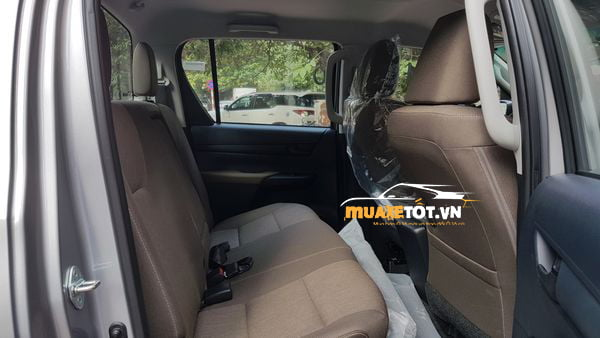 Toyota Hilux 2.4 4x2 MT anh 02