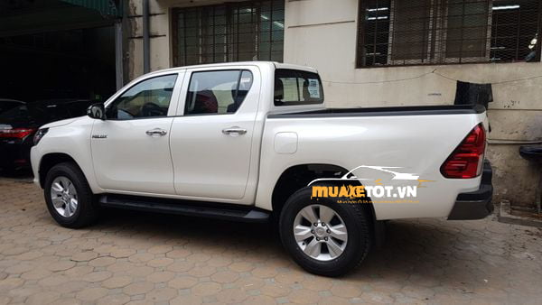 Toyota Hilux 2.4 4x2 MT anh 03