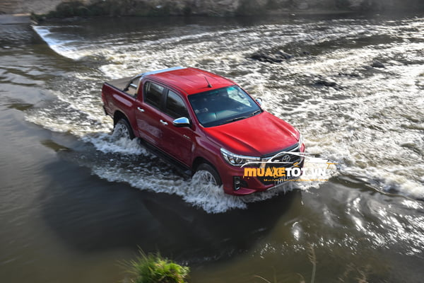 Toyota Hilux 2.8G 4x4 AT anh 10